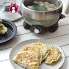 鸡蛋虾皮韭菜合子&肉丸青菜汤早餐
