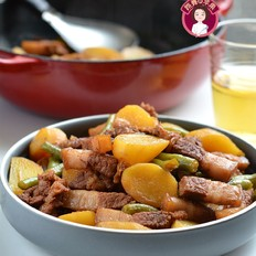 五花肉炖小土豆