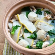 鱼糕鱼丸青菜汤