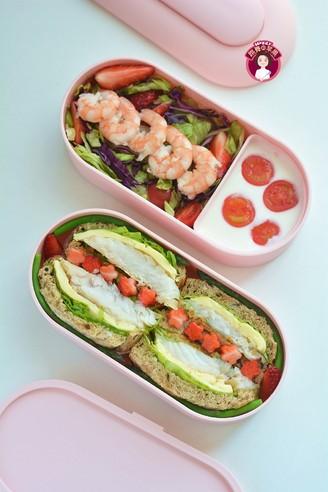 鳕鱼吐司沙拉午餐便当的做法