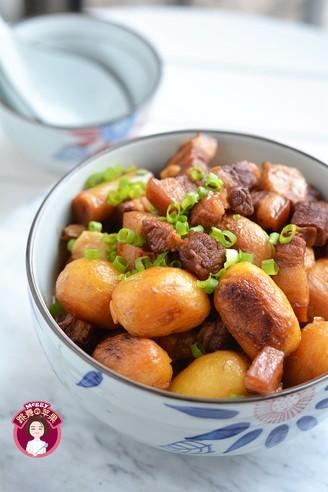 五花肉烧小土豆的做法