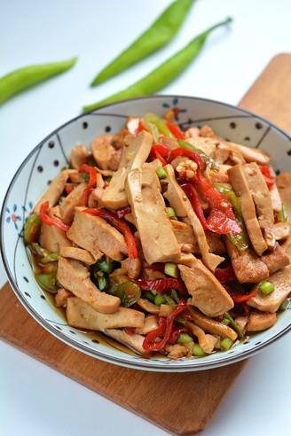 清脂能量素菜之双椒炒香干的做法