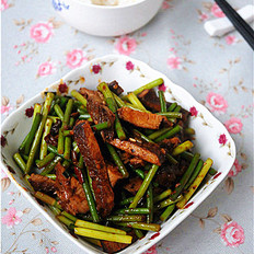 蒜苔炒卤猪肉