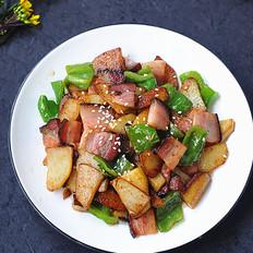 青椒土豆片炒腊肉