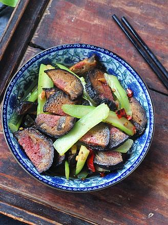 红菜薹炒猪血丸子的做法