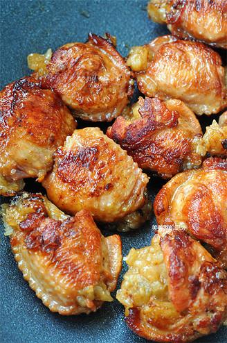 香煎鸡翅包饭的做法