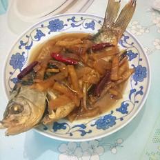 酸萝卜烧鲫鱼