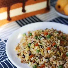 香菇胡萝卜豌豆鸡肉炒饭