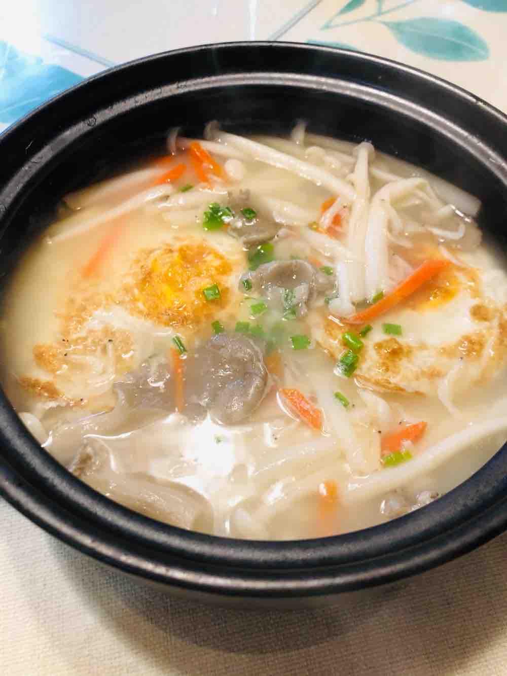 荷包蛋菌菇汤的做法