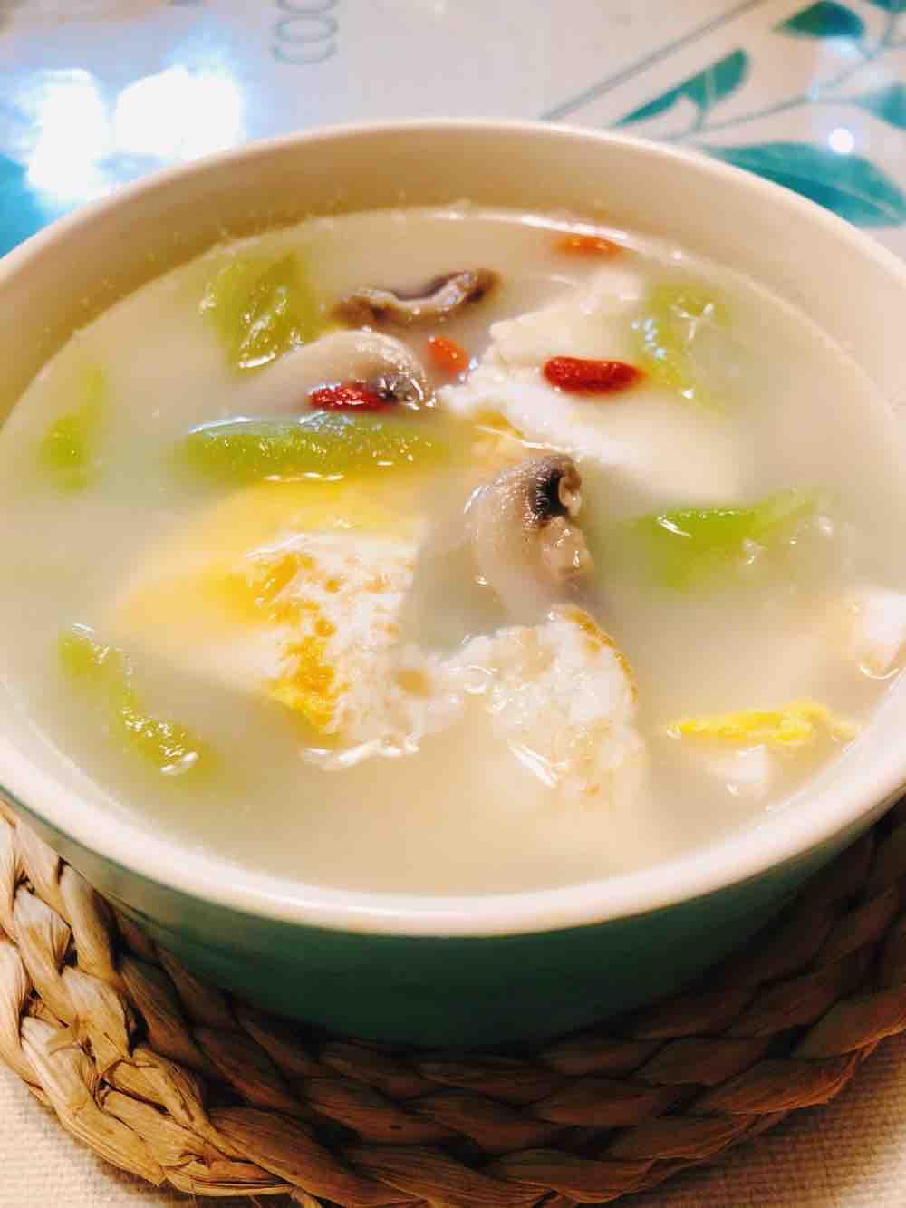 丝瓜鸡蛋菌菇汤