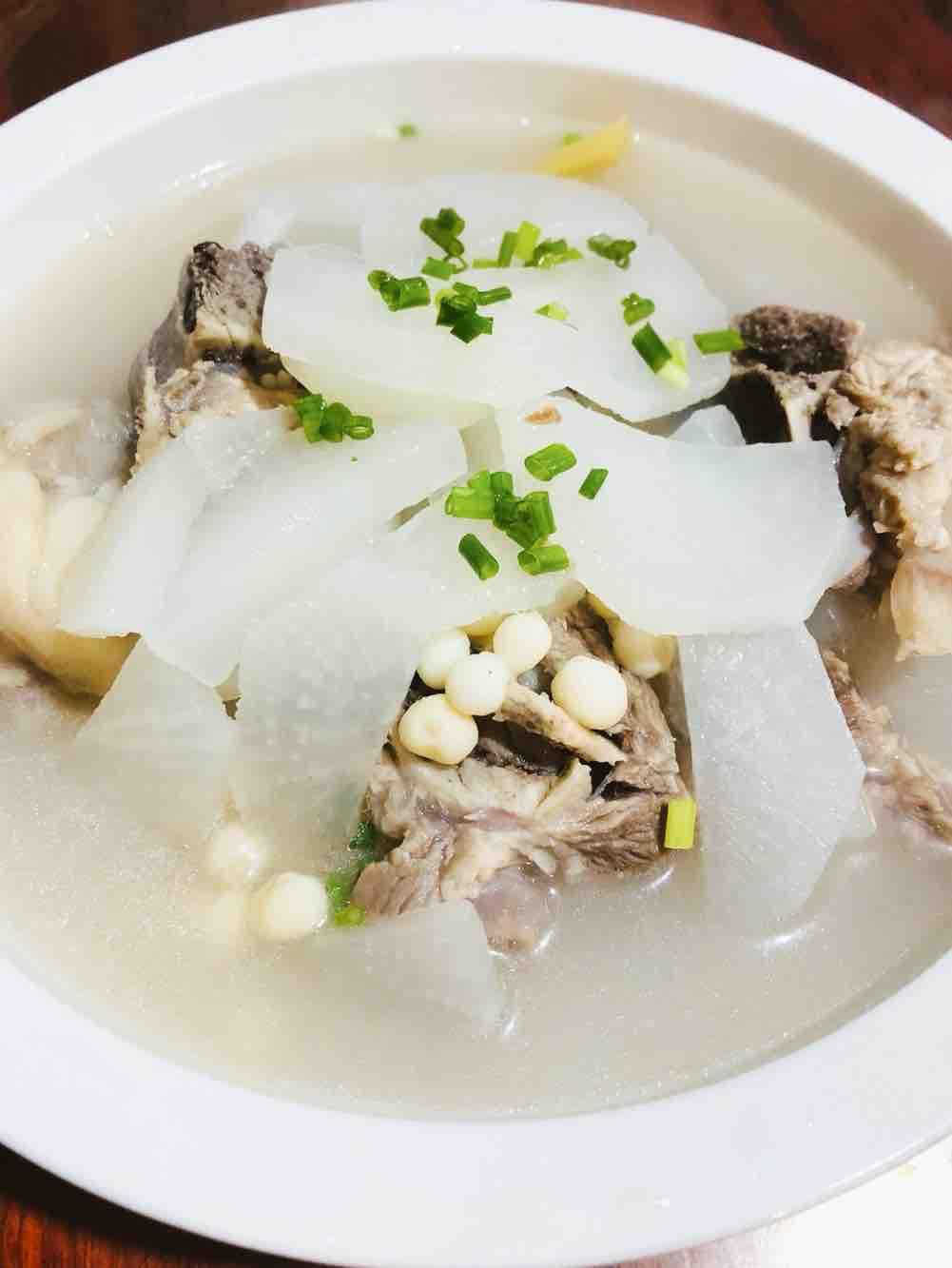 骨头鸡头米汤的做法