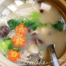 菌菇鱼头豆腐汤