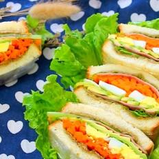 牛油果鸡蛋火腿三明治