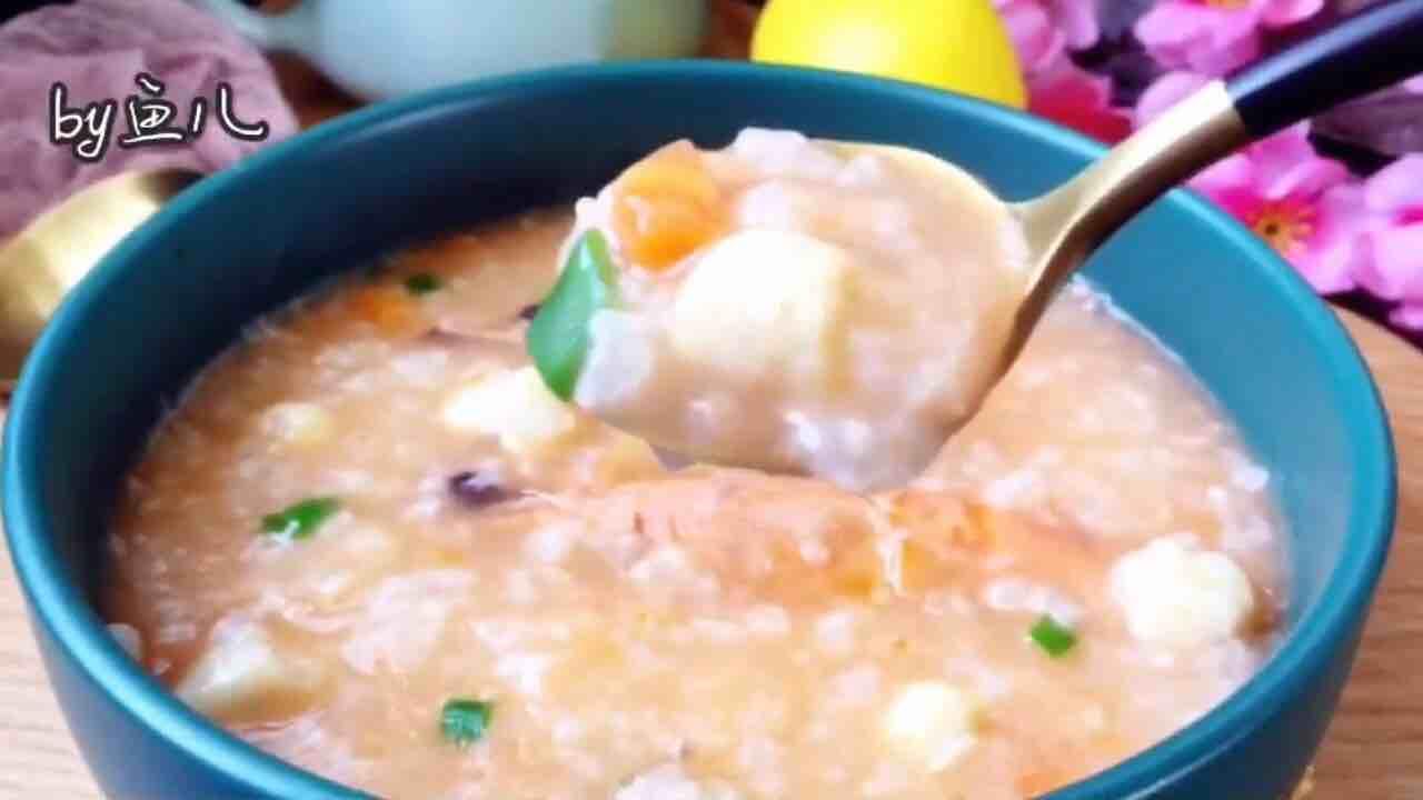 简单煮一煮,海鲜粥就上桌了,很适合冬天早餐哦!