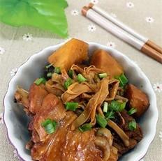 黄花菜焖鸡腿