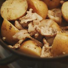 腌渍猪肉烧土豆|一厨作