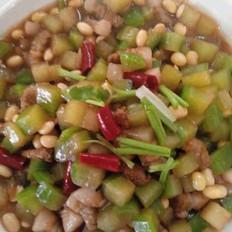 五花肉炖萝卜黄豆