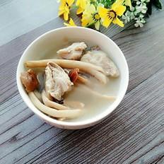 鲜茶树菇脆骨汤