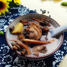 黑豆墨鱼河蚌汤