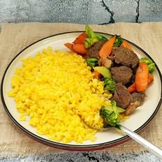 黄金炒饭配牛肉