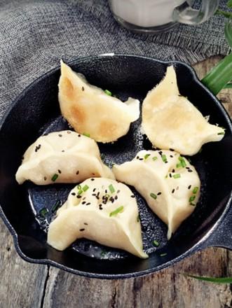 白菜肉煎饺的做法