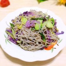 紫甘蓝炒米粉