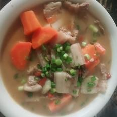 胡萝卜炖五花肉
