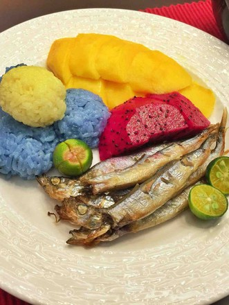 泰式五彩芒果饭+日式盐烤多春鱼的做法