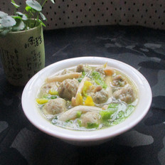 海鲜菇白菜肉丸汤