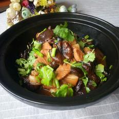 猪肉炖榛蘑