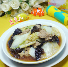 黑木耳里脊肉炒白菜