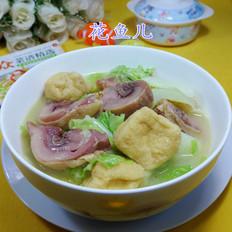 油豆腐白菜煮腊鸡腿
