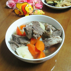 胡萝卜土豆肉骨汤