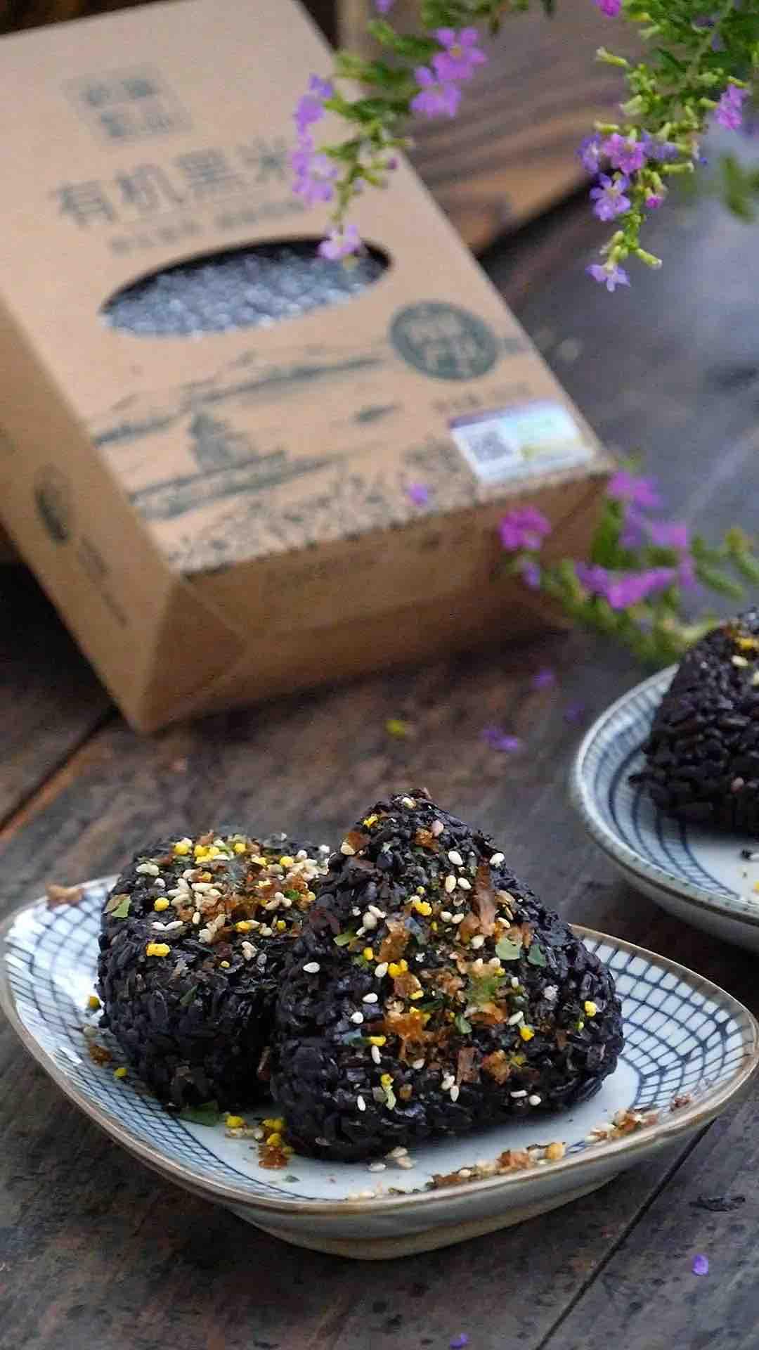 日式濑户风味黑米饭团