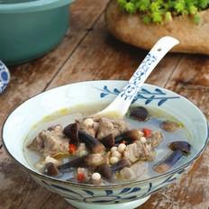 鸡枞菇芡实猪骨汤的做法
