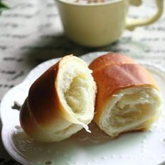 奶香浓郁的早餐面包