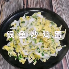 银鱼炒鸡蛋的做法