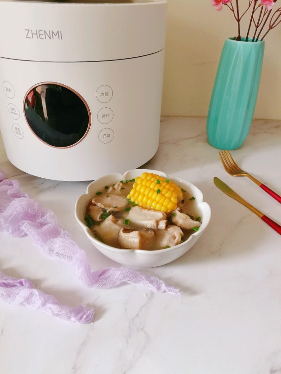 鲜美又馋人的香菇玉米排骨汤