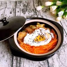 韩式辣白菜五花肉石锅拌饭