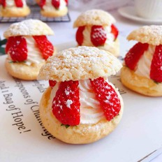 草莓夹心奶油泡芙