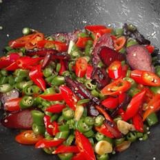 红红火火—双椒炒腊肉