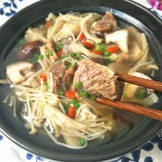 清炖牛肉菌菇汤