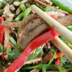 青椒香干肉丝
