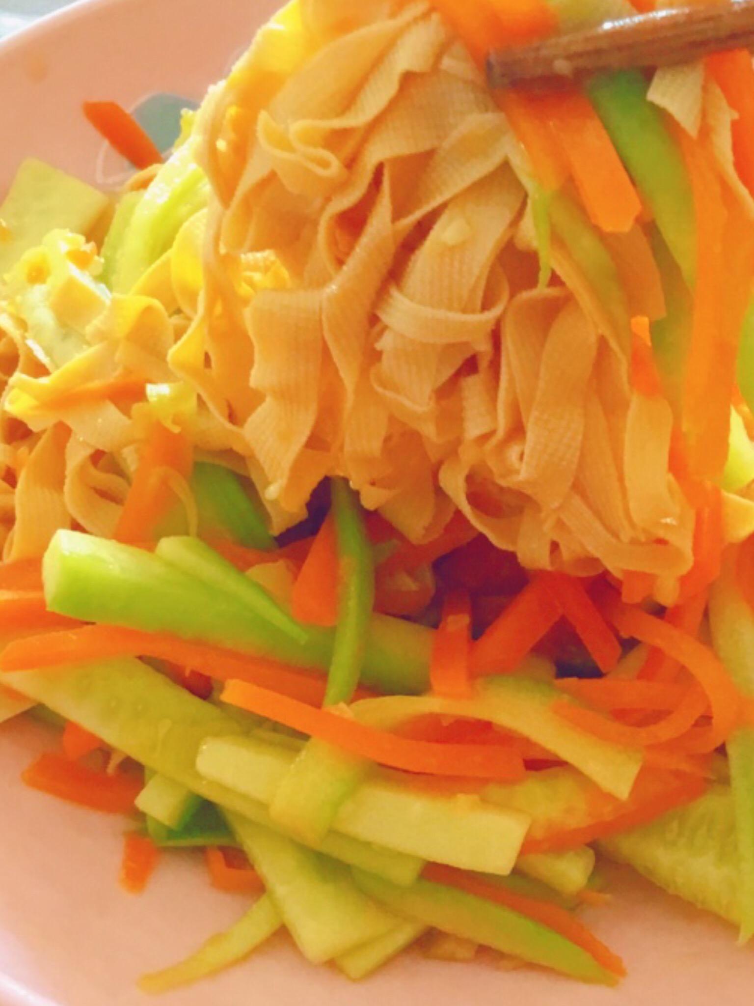 豆腐皮炒胡萝卜黄瓜-美味爽口菜