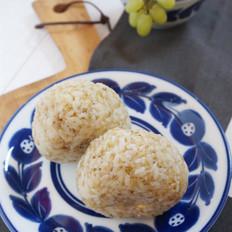 藜麦鸡蛋肉松饭团