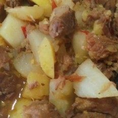 辣味牛肉炖萝卜土豆
