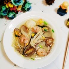 虾仁花甲海鲜汤