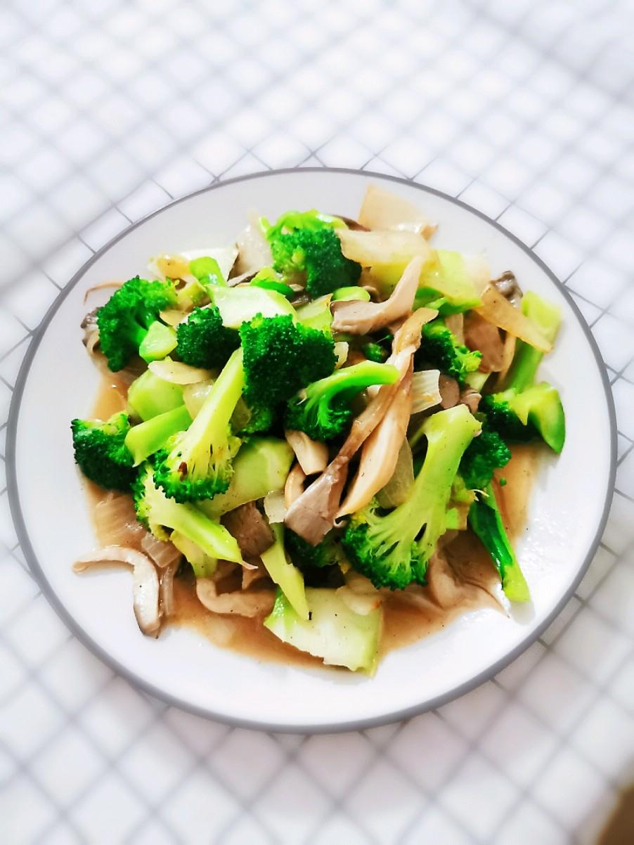 蘑菇炒西兰花