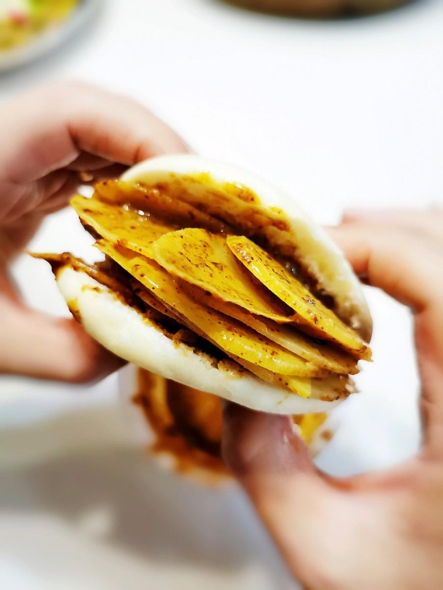 网红小吃:土豆片夹馍