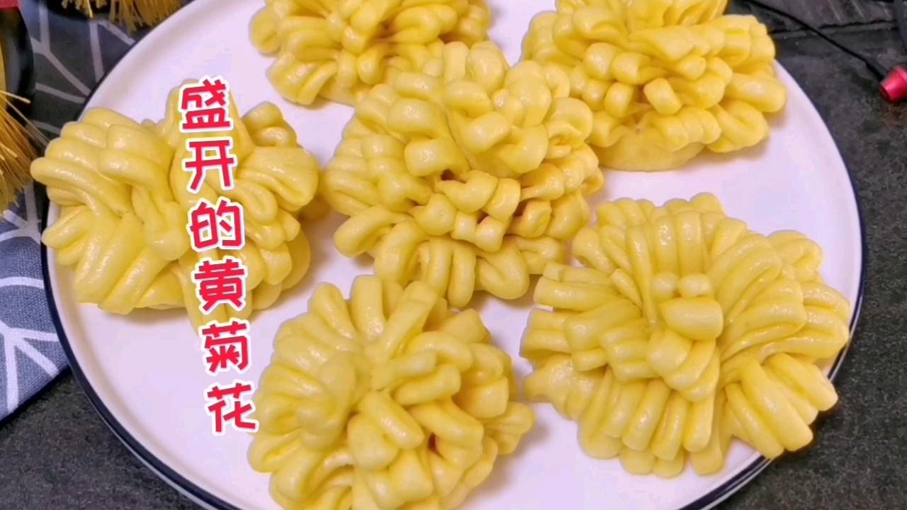 厨房里盛开的黄菊花,吃出南瓜的香甜,馒头的喧软